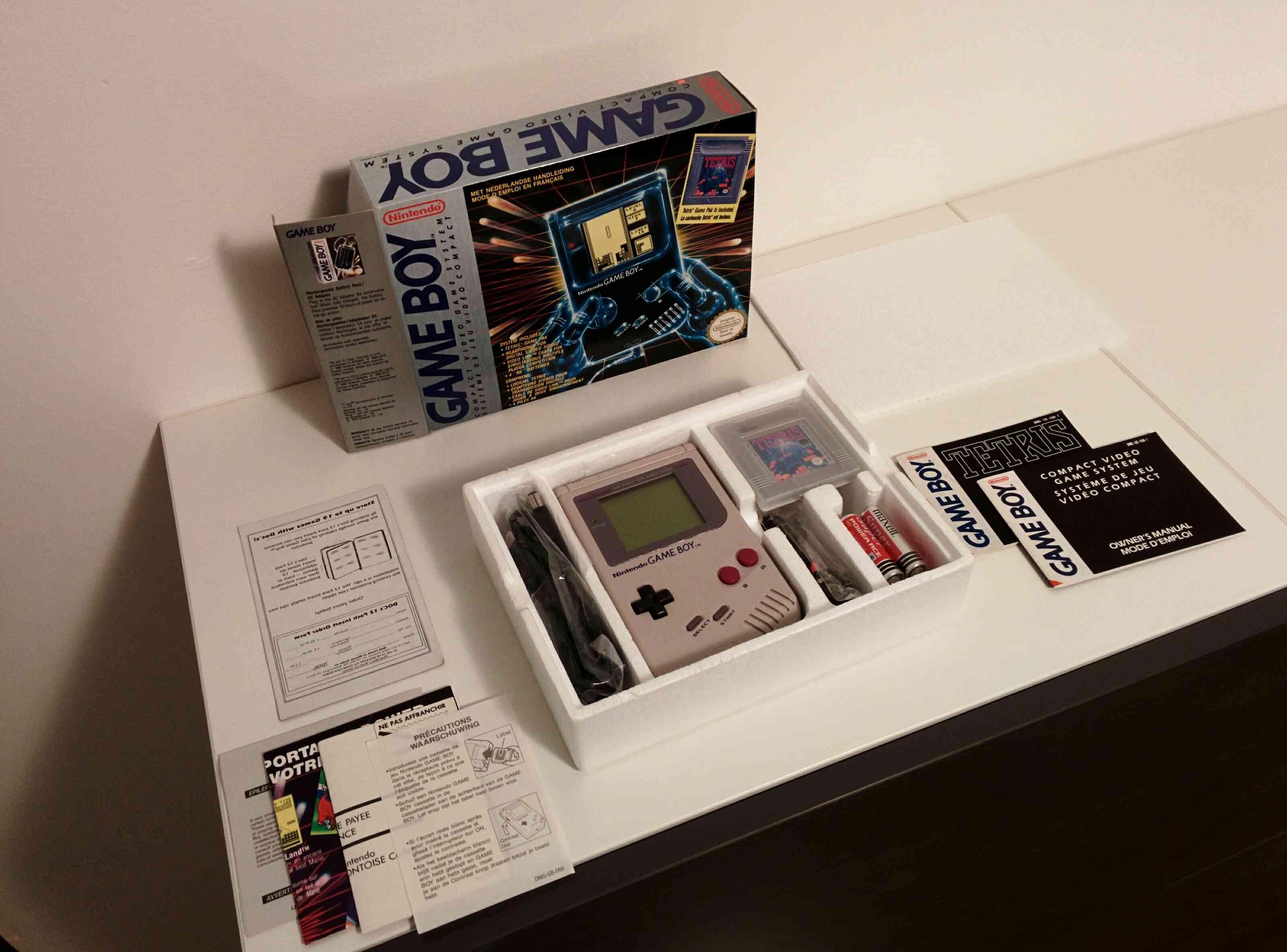 Piles livrées dans le pack Tetris de la Game Boy Img_2033