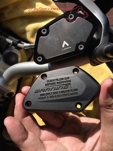 BMW K50 R1200GS LC tappi serbatoi fluidi al manubrio di A Parts by Max450 Max45124