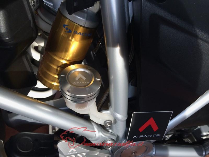 BMW K50 R1200GS LC sostituzione tappo olio freno posteriore A Parts by Max450 Max45150