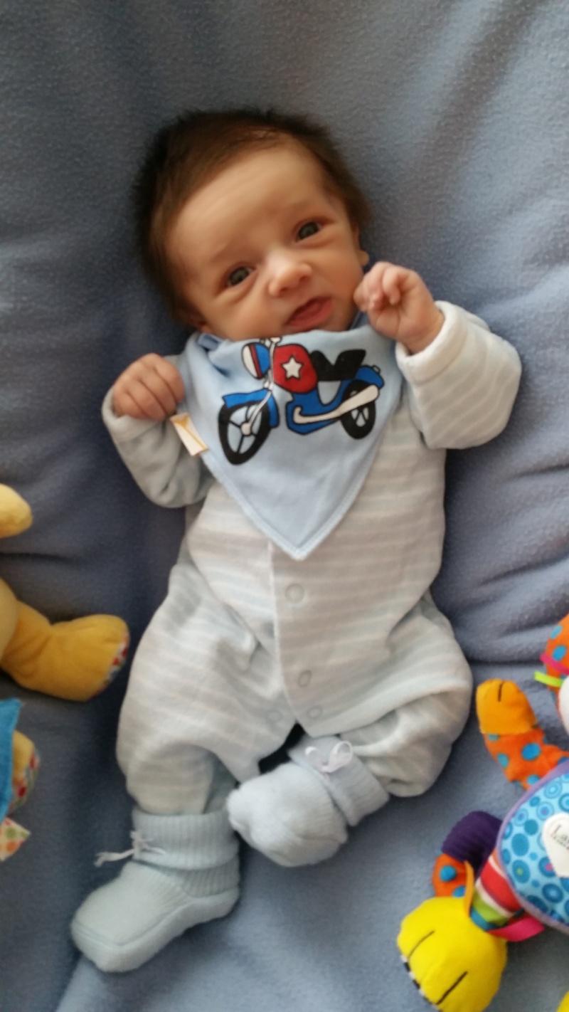 demande de montage anniversaire 1 an bébé Eythan  0110