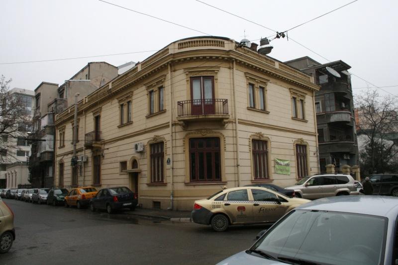 Anul II 2009/2010 - Locuire izolata in sit real - proiect in curs Bucure25