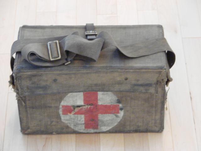 WW1 Medical Pannier 00112