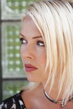 Kim Wilde 2010 - 2011 Rw506h10
