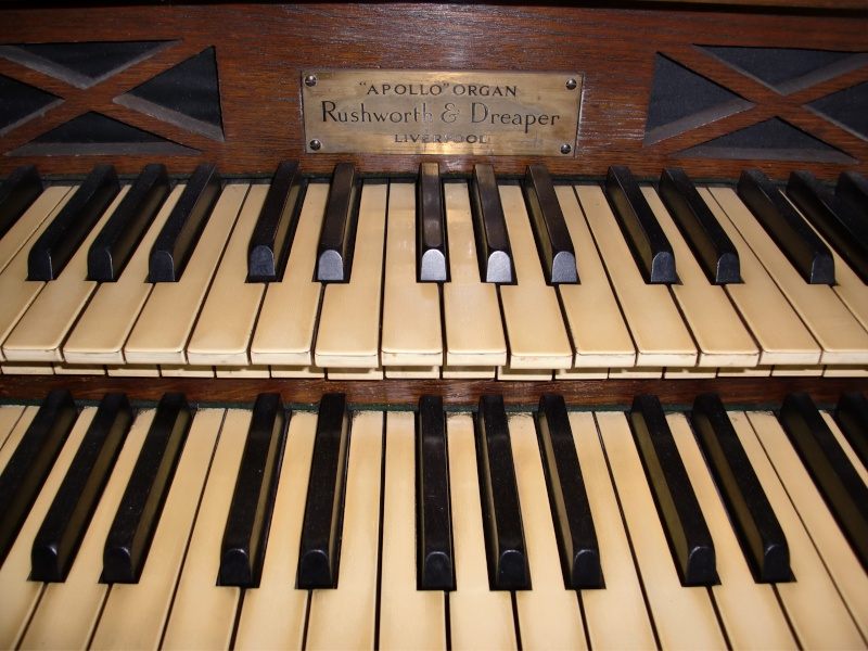 Apollo reed organ Cimg0416