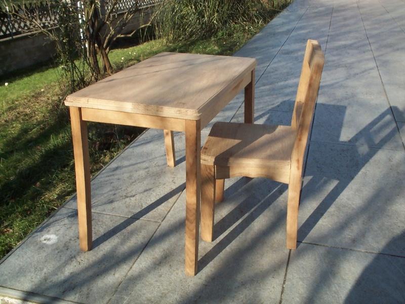Petite table et chaise. Dcp_2515