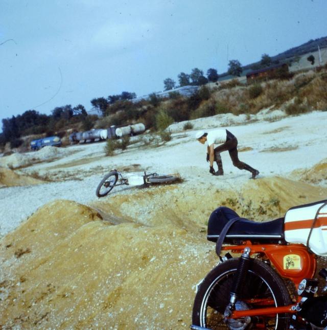 [clos] Concours photo: Votre moto sur fond d'humour (ou d'ironie) 2014-010