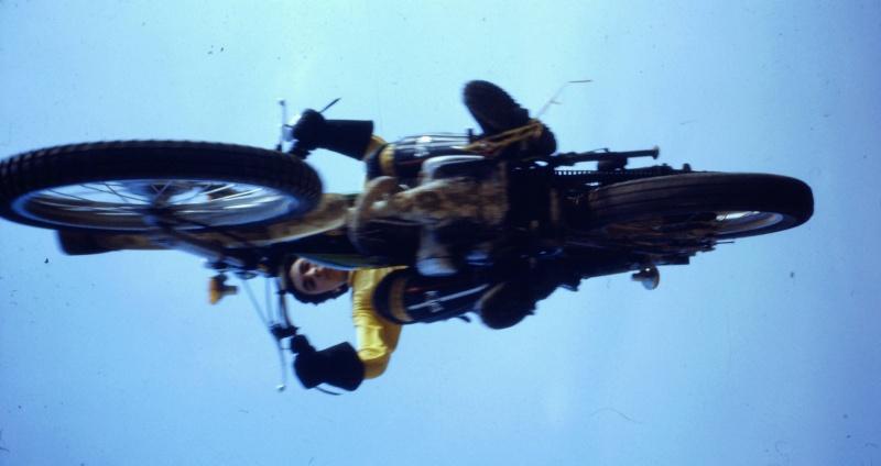[clos] Concours photo: Votre moto sur fond d'humour (ou d'ironie) 2014-011