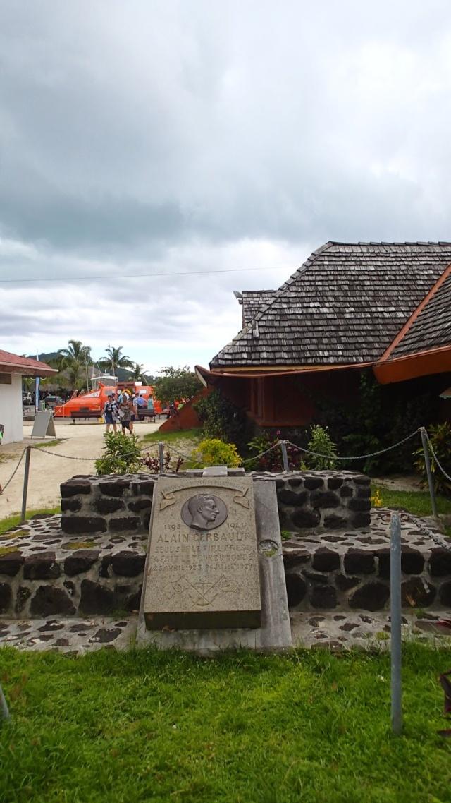 Tombe d'Alain Gerbault à Vaitape, Bora-Bora Gerb211