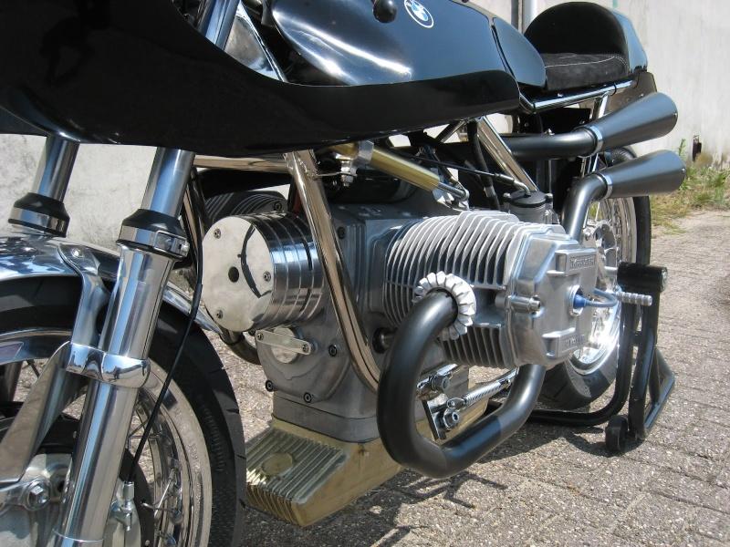 C'est ici qu'on met les bien molles....BMW Café Racer - Page 36 008-110