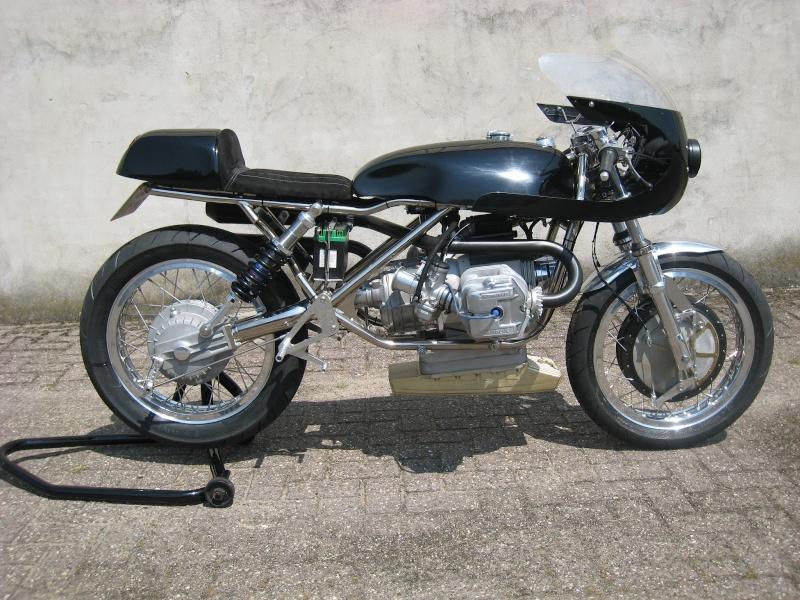 C'est ici qu'on met les bien molles....BMW Café Racer - Page 36 014-110