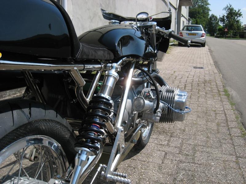 C'est ici qu'on met les bien molles....BMW Café Racer - Page 36 016-110