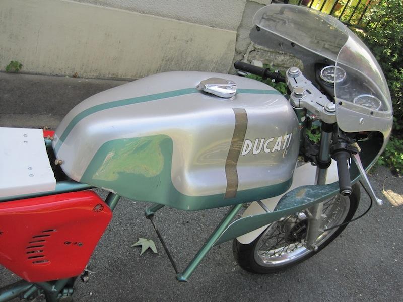 Ducat' 750 et 860 Coniques - Page 3 Img_2611