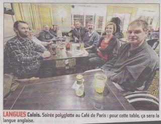 Photo d'une table d'anglais au café polyglotte de Calais Tempo111