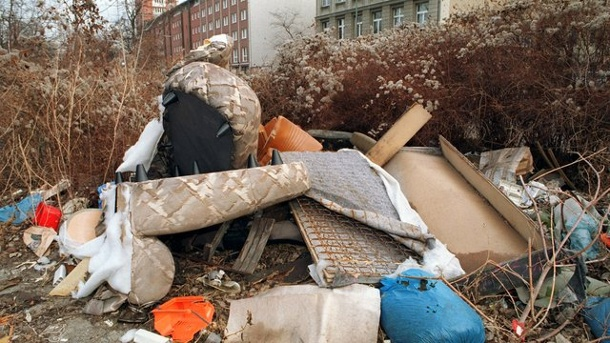 Viele Pendler laden Abfall ab   Hausmu10