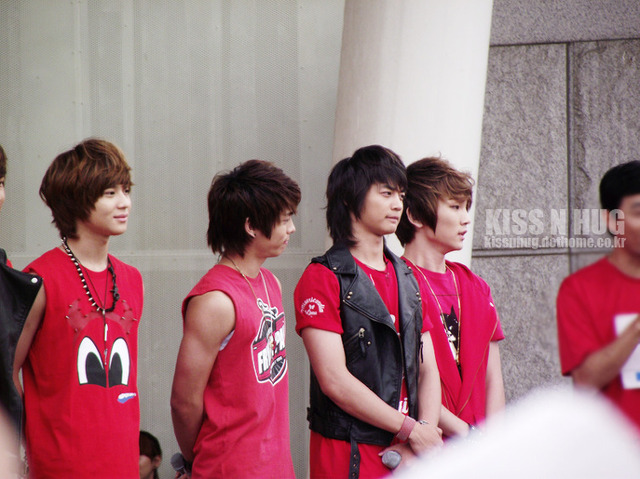 SHINee in Charity Walk Public Broadcasting 20100610