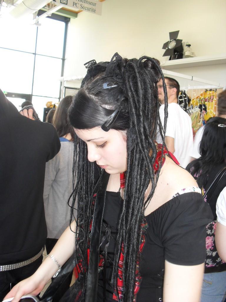 Première fois que je touche du cheveu synthétiques.. Sdc18112