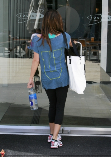 April 30 - Arriving at Equinox Gym in West Hollywood Normal59