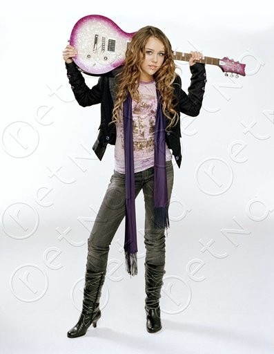 Oficial Miley Gallery - Page 5 1740_m11