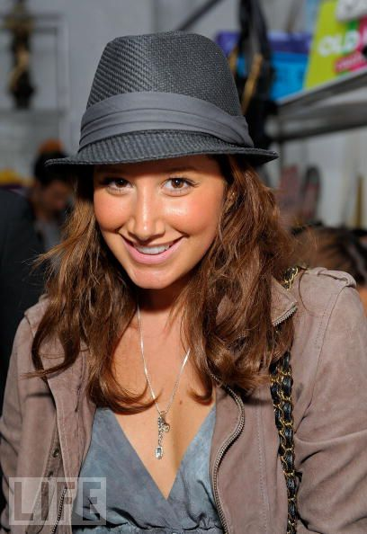 2008 American Music Awards - Silver Spoon Gifting Lounge - Day 2 83789810