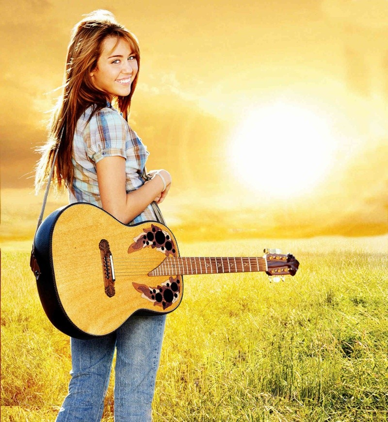 Miley Cyrus - Page 2 Hannah10
