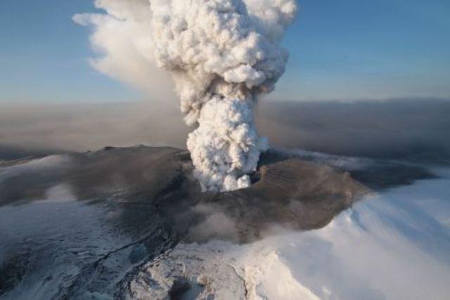ERUPTION DU VOLCAN ISLANDAIS Volcan17