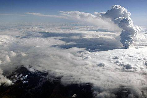 ERUPTION DU VOLCAN ISLANDAIS Volcan19