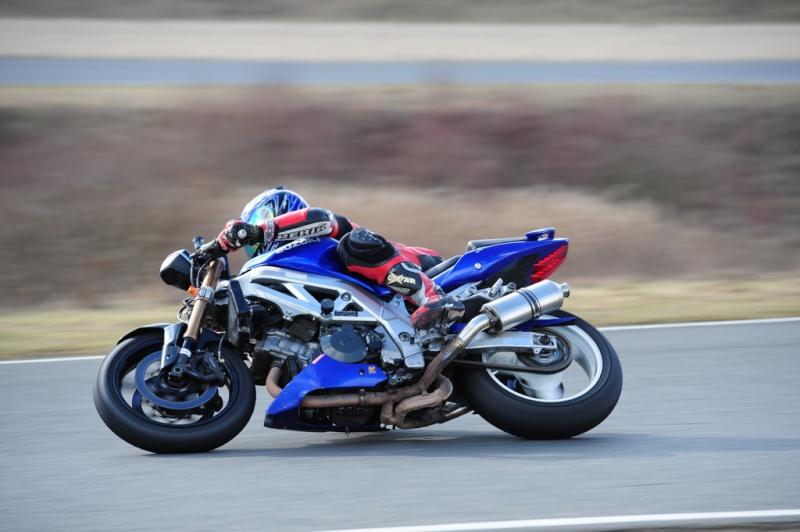 La moto sur circuit Moi_ca12