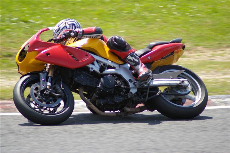 La moto sur circuit Moi_ca14