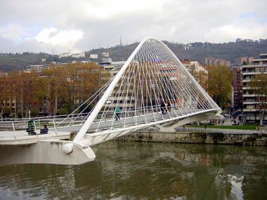 Première mondiale : 2011, le pont à haubans et tablier courbe de Térénez Sondik10