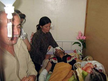 الحركة الديمقراطية الأشورية تزور الجرحى من الطلبة الذين استهدفوا في بخديدا 524