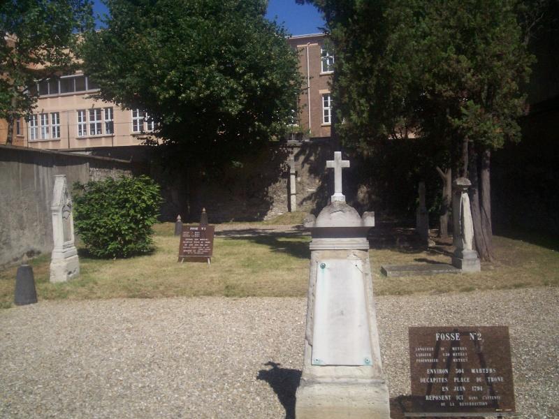 Le cimetière de Picpus - Page 2 2fosse10