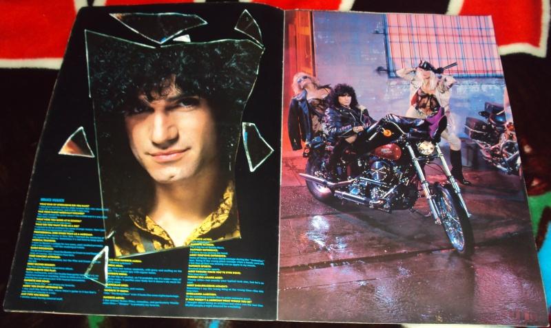 KISS, QUAND TU ME  TOUR.....NES EN BOOK! - Page 3 Dsc01133
