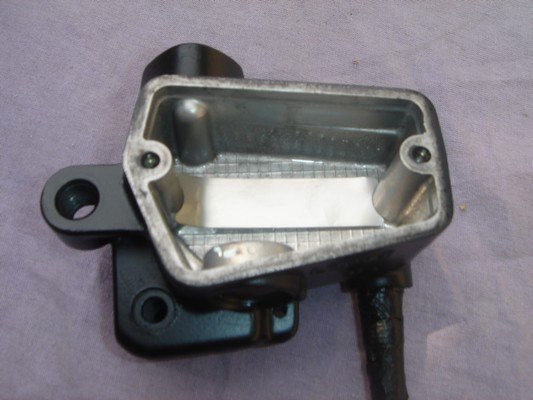 Sens de montage du clinquant du maitre cylindre de frein Clinqu10