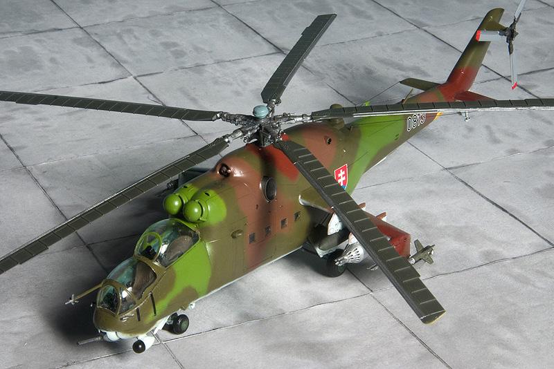 Italeri & HobbyBoss Mi-24 hinds 8025_s10