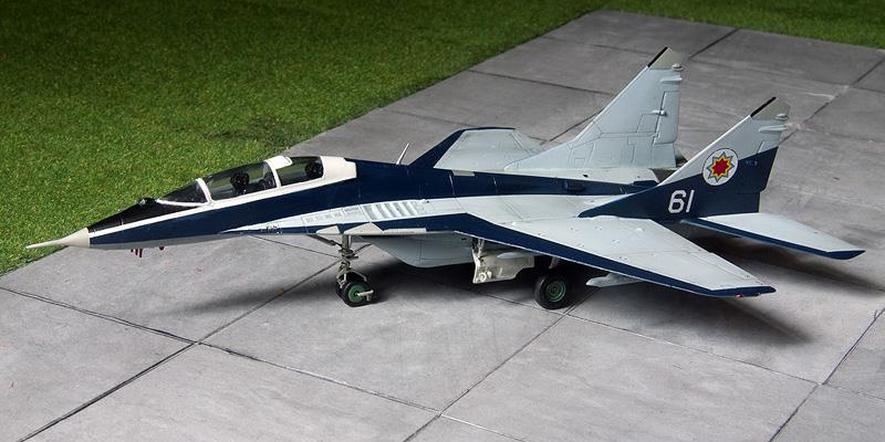 Heller Mig-29UB in Moldovian markings. 8359_m10