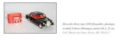 """Un document illustré de 60 pages """"AUTO mobile une aventure racontée par le jouet"""" au musée de POISSY Captur21"""