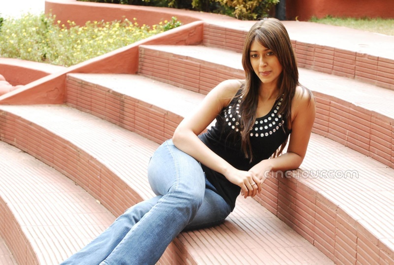 Ileana Posing hot and gorgeous in blue denim 12766410