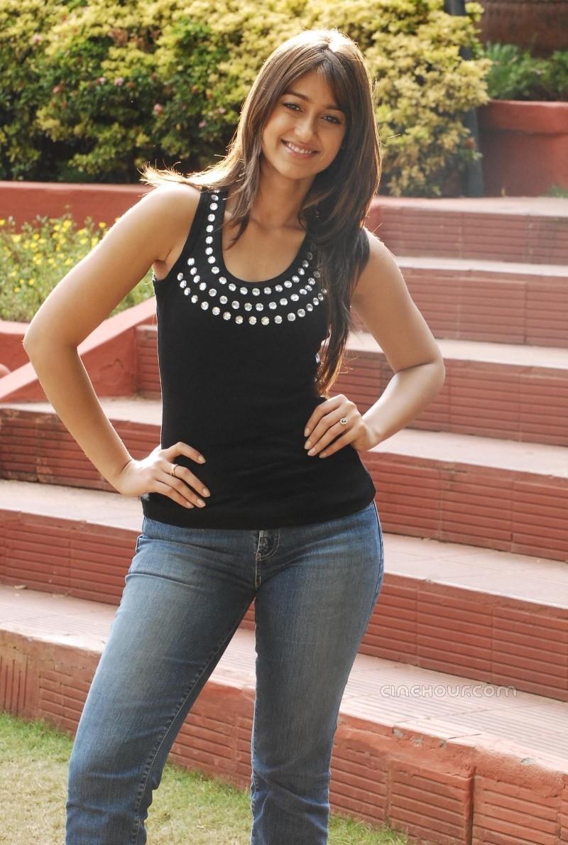 Ileana Posing hot and gorgeous in blue denim 39525411
