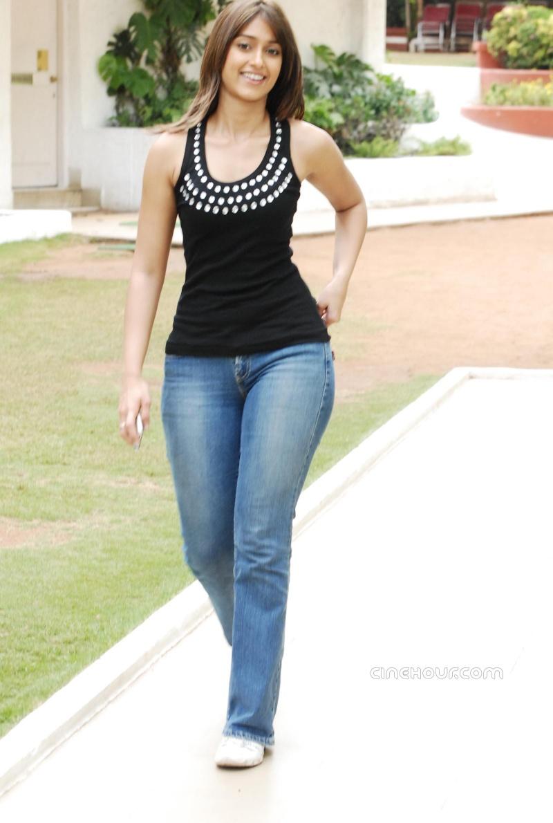 Ileana Posing hot and gorgeous in blue denim 80479510