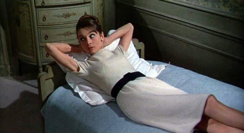 Abiti indossati da Audrey Hepburn Charad10
