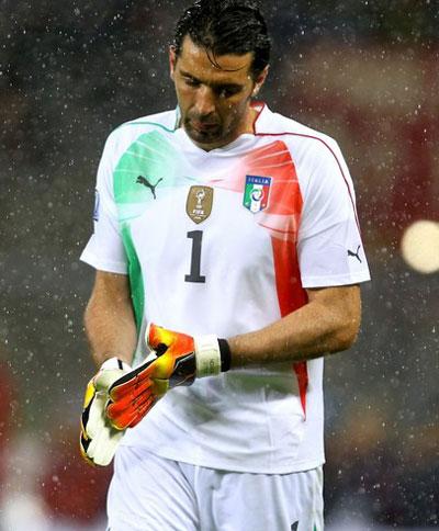 Italy đứng trước nguy cơ mất Buffon 616