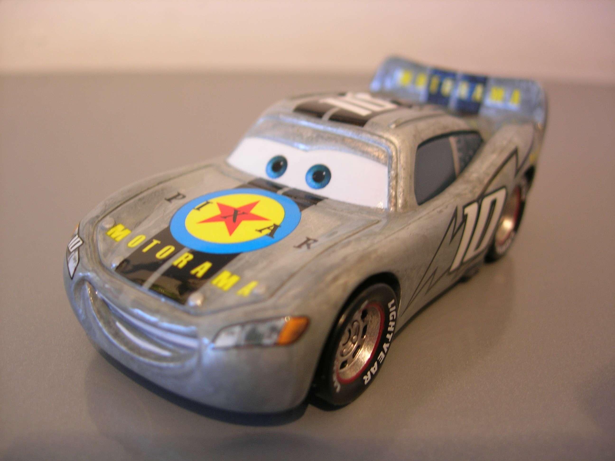 [recensement] Lightning McQueen Pixar Motorama - Page 2 Dscn0010