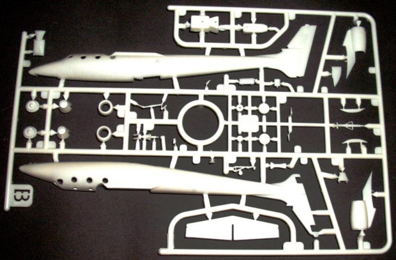 Whiteknighttwo und Spaceshiptwo von Revell. Dscf3411