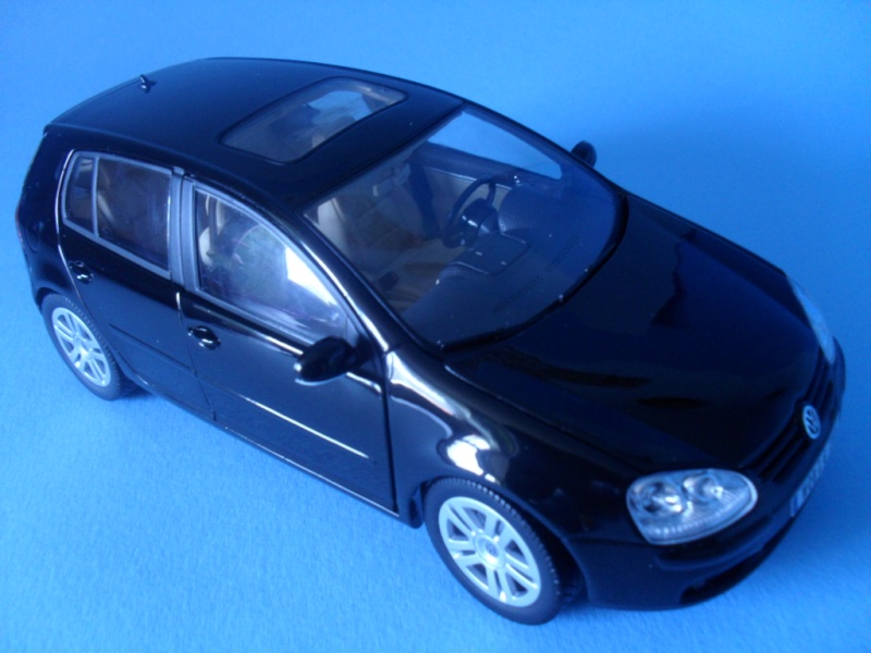 Bburago VW Golf 5 Sam_0810