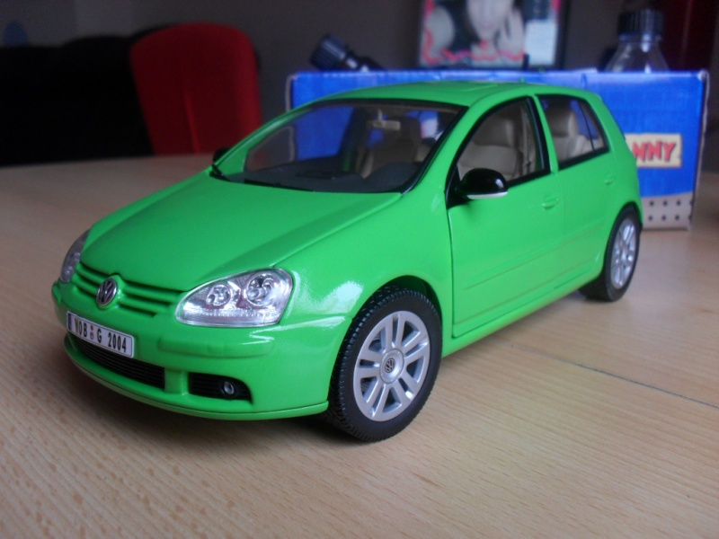 Bburago VW Golf 5 Sam_1125
