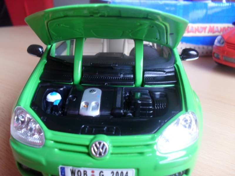 Bburago VW Golf 5 Sam_1129