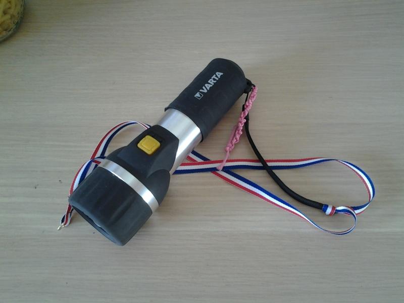 Test   lampe de poche VARTA ave 2 piles LR20 20160110