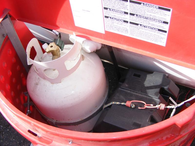 Cache bonbonne de gaz et batterie Dscf2910