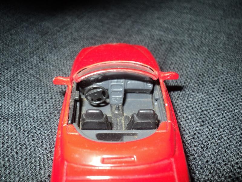 La passion des voitures... en miniatures aussi! Dsc08412