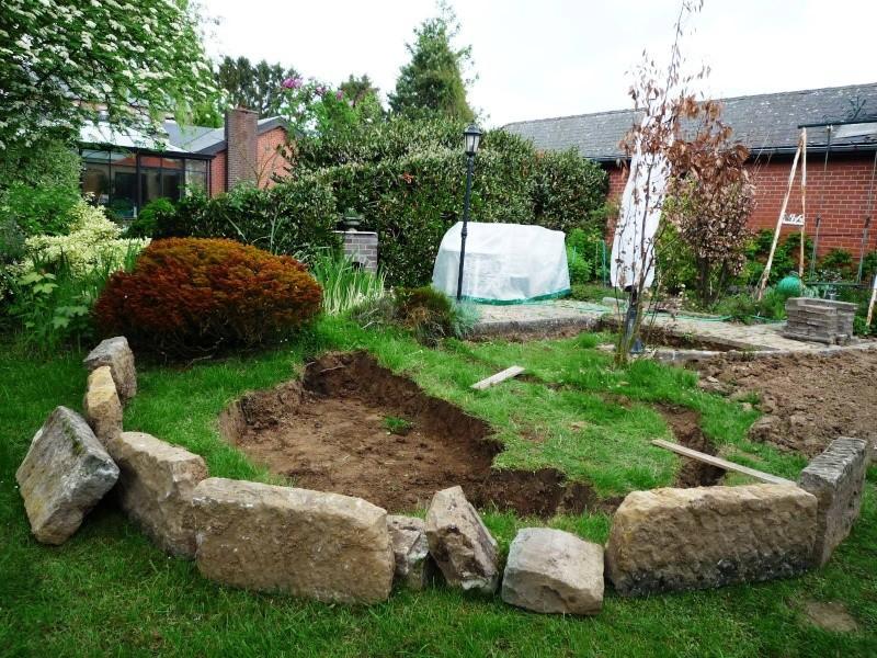 Un étang au jardin puis deux Ea_210
